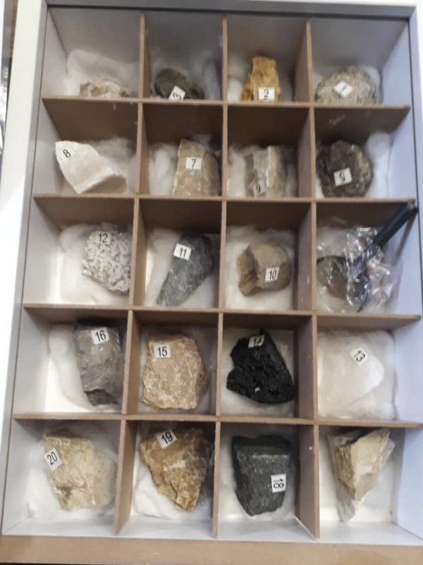 فروش جعبه سنگ آموزشی دانشگاهی و مدارس ,جعبه سنگ , جعبه سنگ دانشگاهی , جعبه سنگ آموزشی , کلکسیون سنگ معدنی ,مرکز فروش سنگ, مرکز فروش جعبه سنگ ,مرکز خرید جعبه سنگ ,